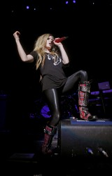 Аврил Лавин, фото 13859. Avril Lavigne Q102 Jingle Ball 2011 in Philadelphia (7.12.2011)*same IB gallery as above, foto 13859,
