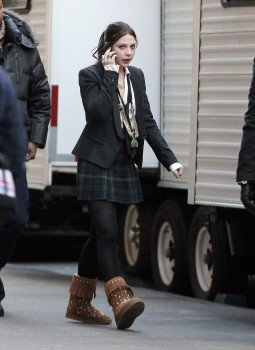 Мишель Трахтенберг, фото 4453. Michelle Trachtenberg On the Gossip Girl Set - NYC - December 13, 2011, foto 4453