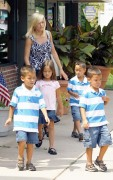 Kate Gosselin -- out with kids (2010-08-06)